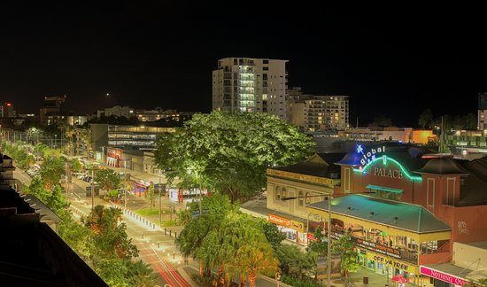 Inn Cairns Boutique Apartments: Lake Street View from Apartment