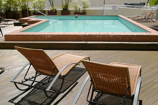Inn Cairns Boutique Apartments: Swimming Pool