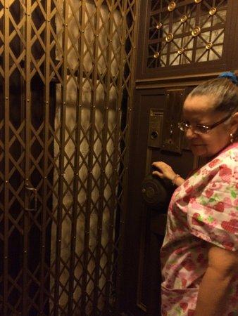 Hotel St. Michel: Elevator attendant