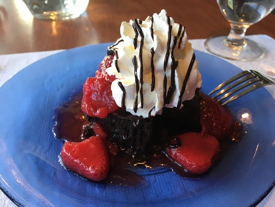 Pedro's Island Eatery: The chocolate brownie with strawberries, blueberry pie, seared Atlantic scallops with sautéed ve
