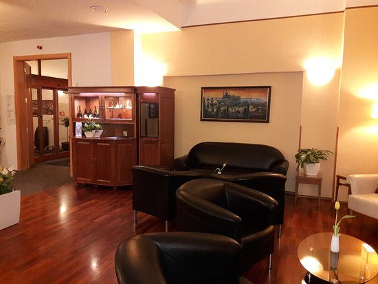 Cloister Inn Hotel Photo