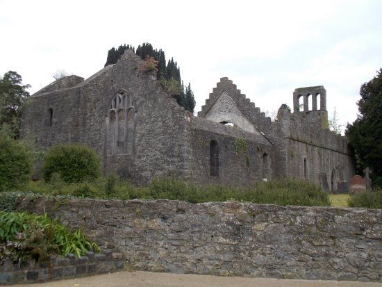 Malahide Castle: Chaple ruins