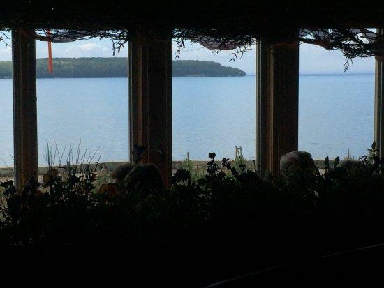 Ellison Bay, WI: Beautiful bar and restaurant!