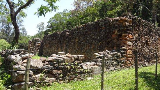 Ritapolis, MG: Ruínas da Fazenda do Pombal