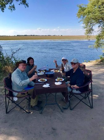 Ngoma Safari Lodge: Lunch with our great guide Bevan on the Chobe River