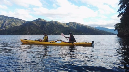 Anakiwa, New Zealand: Taking advantage of our fellow kayakers photography skills