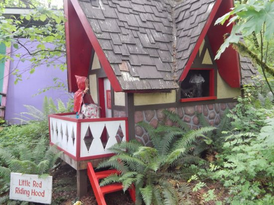 Salem, OR: Little Red Riding Hood