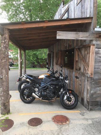 The Hub : Nice covered motorcycle parking