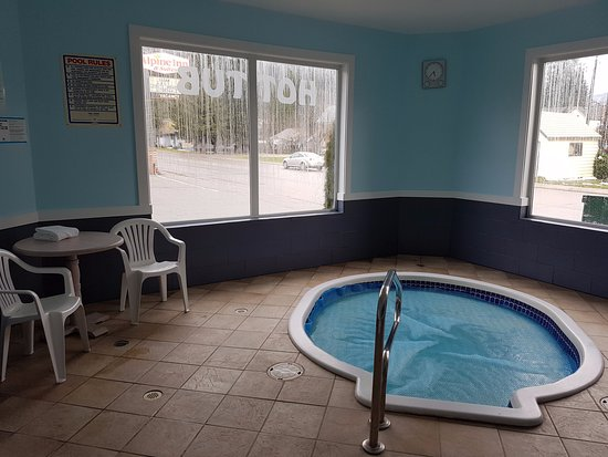 Alpine Inn & Suites: Hot Tub