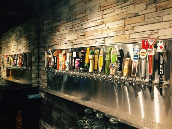 Superior, Висконсин: 25 rotating tap beers