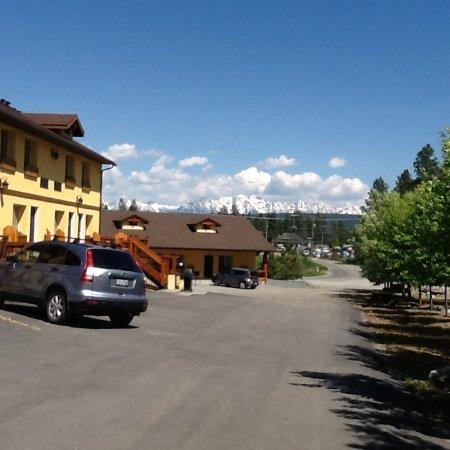 Elizabeth Lake Lodge Photo