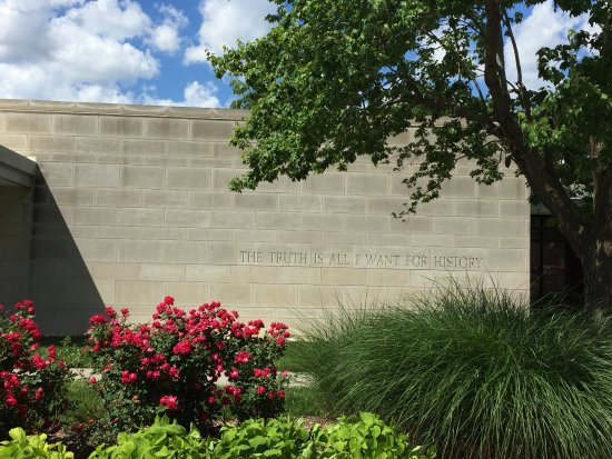 Harry S. Truman Library and Museum: Inner courtyard