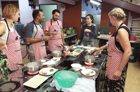 Small-Group Smart Thai Cooking Class...