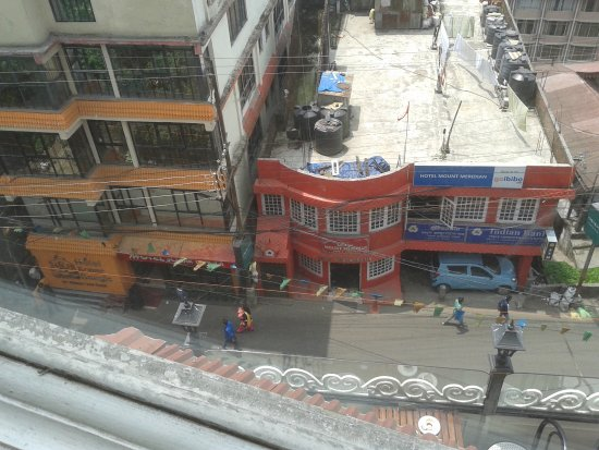 Hotel Sonar Bangla - Darjeeling: Sonar Bangala from the windows of Glenary's