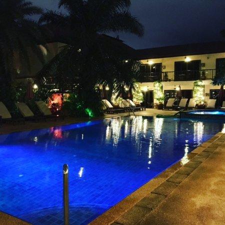 Baan Souy Resort: view of poolside area