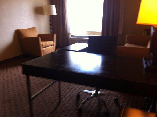 Brandon, MS: Desk chair, sofa, lamp & table inroom