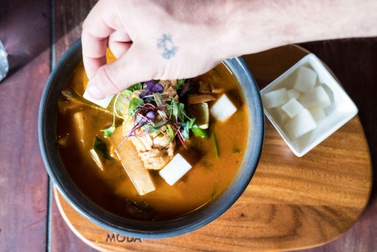 Mermaid Beach, Австралия: SPICY KOREAN STEW-Oyster Mushrooms, Bean Sprouts,Pac Choy,Fermented Red Peppers,Chicken or Tofu