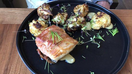 Friday Harbor House Restaurant: Halibut and mushroom plate