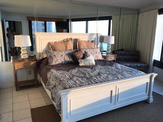 Beachside Towers at Sandestin: Master Bedroom