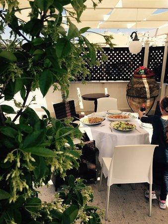 Neathon Rooms: Colazione in terrazza