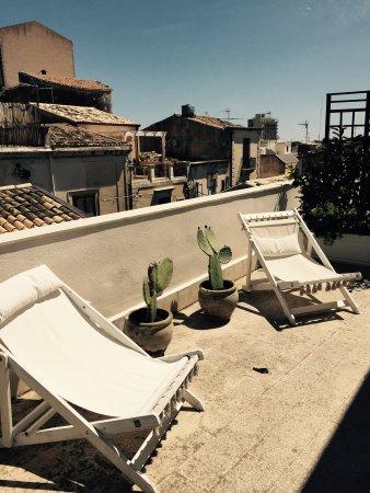 Neathon Rooms: Vista dal terrazzo della camera