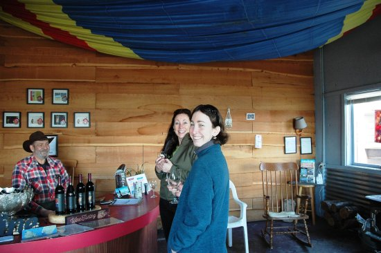 Lummi Island, WA: Pictured with the Legoe Bay vintner in the tasting room.