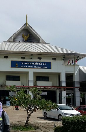 Narathiwat, Thailand: The Golok immigration building