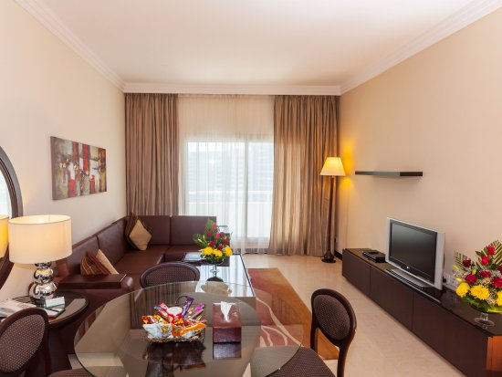 Flora Park Deluxe Hotel Apartments: Three Bedroom Apartment   Living Room