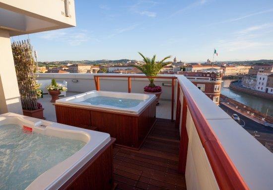 Hotel Duchi della Rovere: piscine riscaldate sulla terrazza