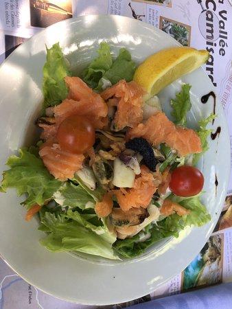 Thoiras, France : Salade océane... présentation style grand fouillis