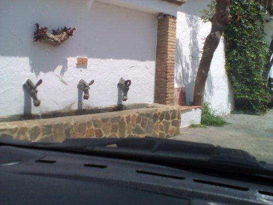 Genalguacil, España: Es un ejemplo de arte en la calle