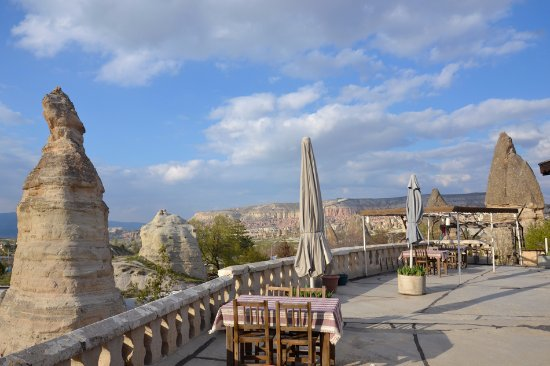 Paradise Cave Hotel and Pension: you can see Rose valley from our terrace:)