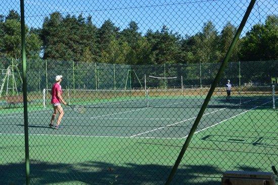 Terrain de tennis - Picture of Camping Domaine du Lac de Feyt ...