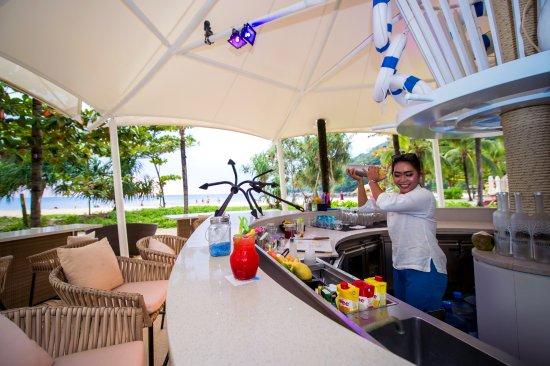 Centara Grand Beach Resort Phuket : Barefoot Bar