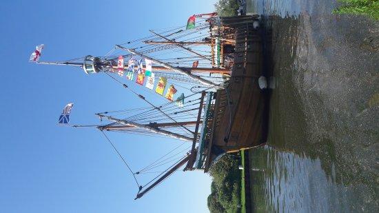 Slimbridge, UK: Great tall ships passing through