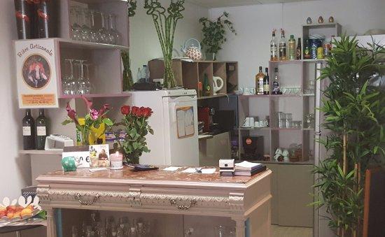 Foix, فرنسا: Vue intérieure salle et comptoir