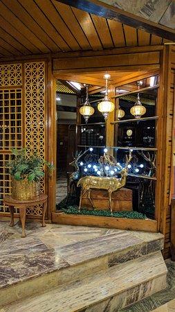 Welcome Hotel Srinagar: The good lobby artifacts