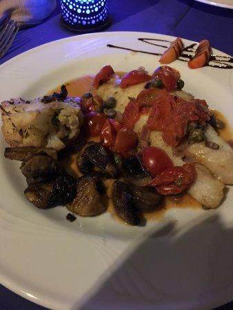 Fiumefreddo di Sicilia, Italia: Diner in hotel restaurant