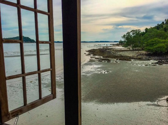 Telunas Beach Resort: A view from the studio