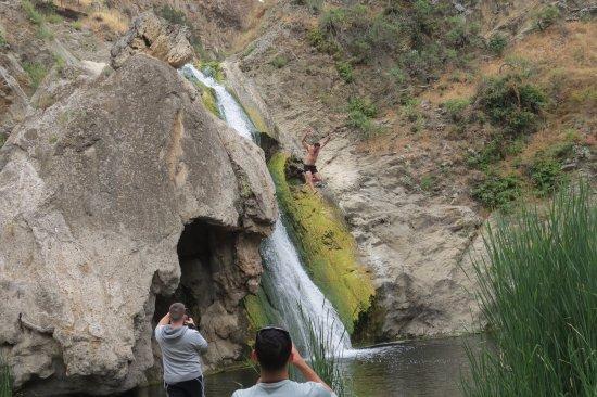 Paradise Falls: Paradise Wasserfall mit Springer