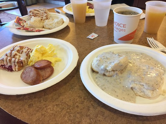 Comfort Suites Hotel & Convention Center Rapid City: Great Breakfast