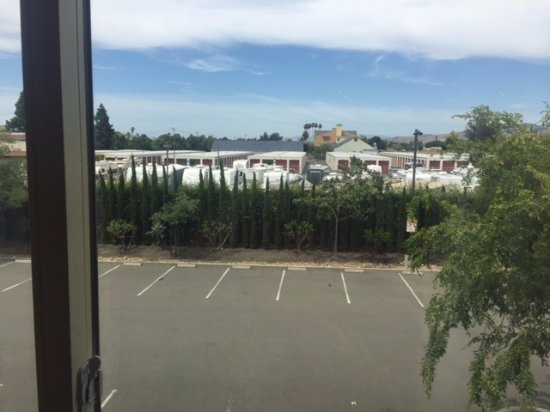 DoubleTree by Hilton Hotel & Spa Napa Valley - American Canyon: overlooking parking lot and storage facility