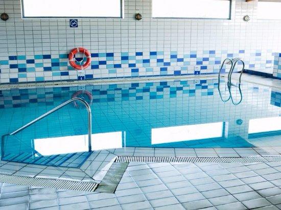 Piscina climatizada fotograf a de hotel juan de la cosa for Precio piscina climatizada