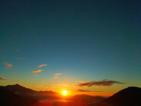 Serrinha do Alambari : Nascer do sol na montanha é assim!