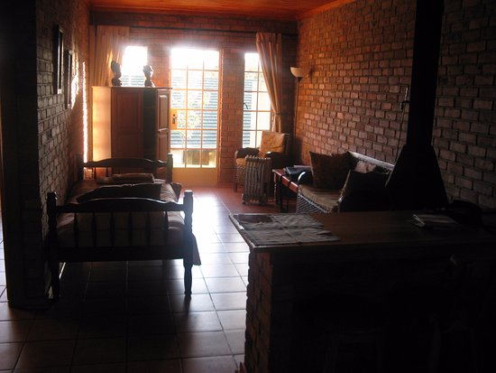 Thaba Tsweni Lodge & Safaris: This foto does not show the master bedroom.