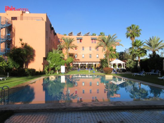 Giardino con piscina picture of ibis marrakech centre gare