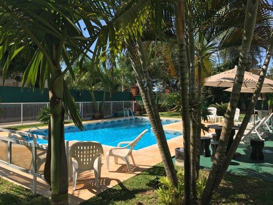 Iguassu Flower Garden: Solárium piscina