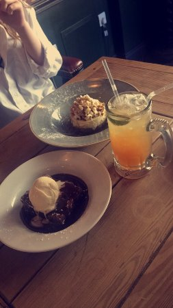 Truro Lounge: Amazing desserts! And the drink is Watermelon iced tea