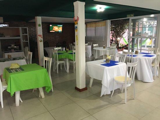 Iguassu Flower Garden: Salón y desayunador