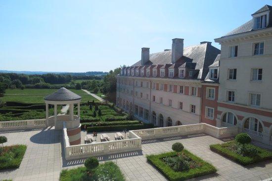 Vienna House Dream Castle Paris: Blick in den Garten